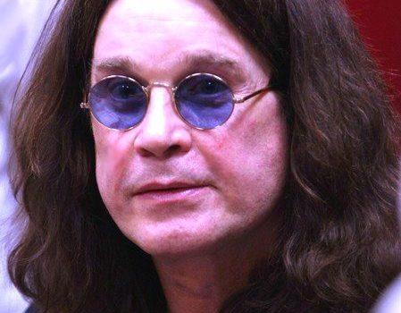 "Ozzy Osbourne canta ""Bark at the moon"" durante l'eclissi di sole. VIDEO"