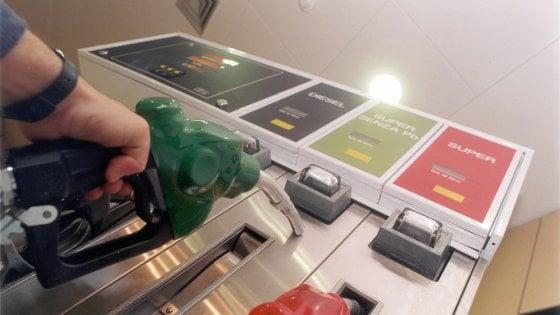 Palermo, la benzina dei Vernengo: sequestrati 5 distributori per frode