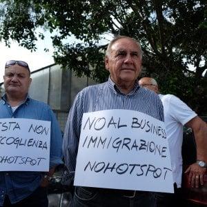 """Palermo, il Consiglio comunale boccia l'hotspot per migranti allo Zen: """"No a centro lager"""""""