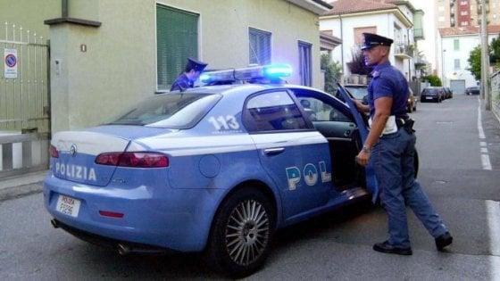 Palermo, in macchina i figli piccoli e la droga: arrestata una coppia