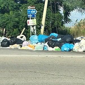 Palermo, allarme rifiuti fra Balestrate e Partinico: appello al Viminale