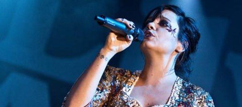 Lily Allen accusa di violenza sessuale un dirigente dell'industria musicale