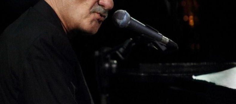 Paolo Conte, esce a novembre 'Live in Caracalla – 50 years of Azzurro' con l'inedito 'Lavavetri' – TRACKLIST/COVER