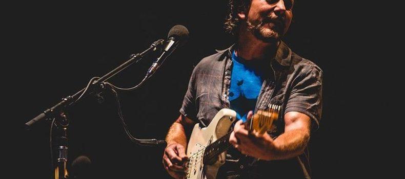 Fleetwood Mac, la jam session nel bagno con Eddie Vedder – VIDEO/GUARDA