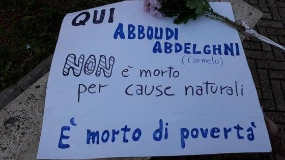"""Palermo, un cartello per il clochard: """"E' morto di povertà"""""""