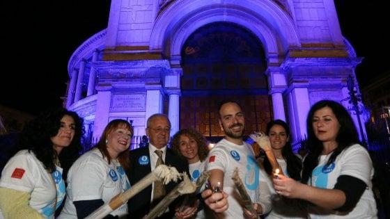 Palermo celebra la giornata dell'autismo con fiaccolate e luci blu