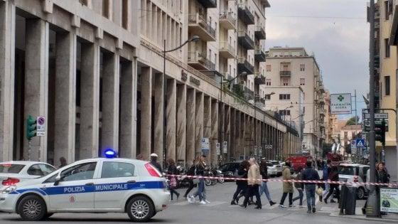 Palermo, cadono calcinacci dal palazzo: chiusa parte di via Mariano Stabile