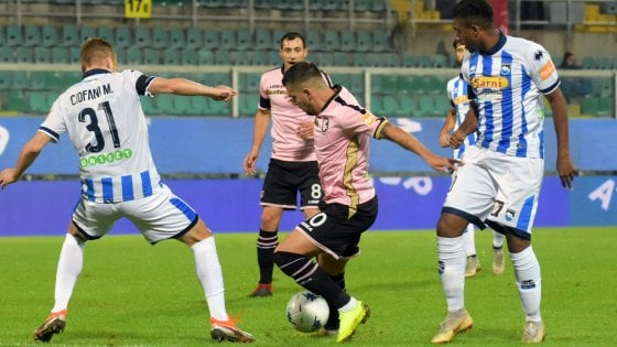 Palermo beffato: a Pescara non bastano due gol, la A è più lontana