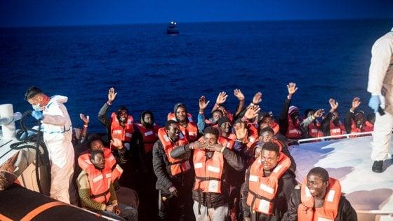 Migranti: dei 1400 sbarcati in Italia nel 2019, 700 arrivati solo a maggio. I maltesi soccorrono un altro gommone alla deriva
