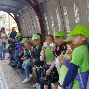 """Palermo, i bimbi viaggiano sul tram: """"Passeggeri, pagate il biglietto"""""""
