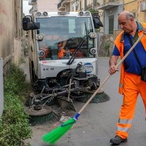 Palermo, operazione decoro: 200 operai in più per pulire le strade