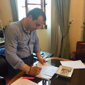 Messina, il sindaco De Luca si barrica per protesta nella sede dell'ex Provincia