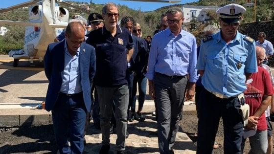 Sopralluogo di Musumeci a Ginostra dopo l'esplosione sullo Stromboli