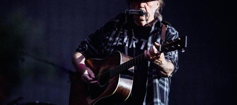 Neil Young & Crazy Horse, ascolta 'Rainbow of Colors' da 'Colorado'